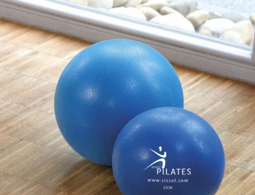 Pilates Soft Ball (Durchmesser 22 cm, blau, inkl. Verpackung; 8,90€)